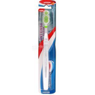 Зубна щітка Aquafresh Intense Clean, середньої жорсткості